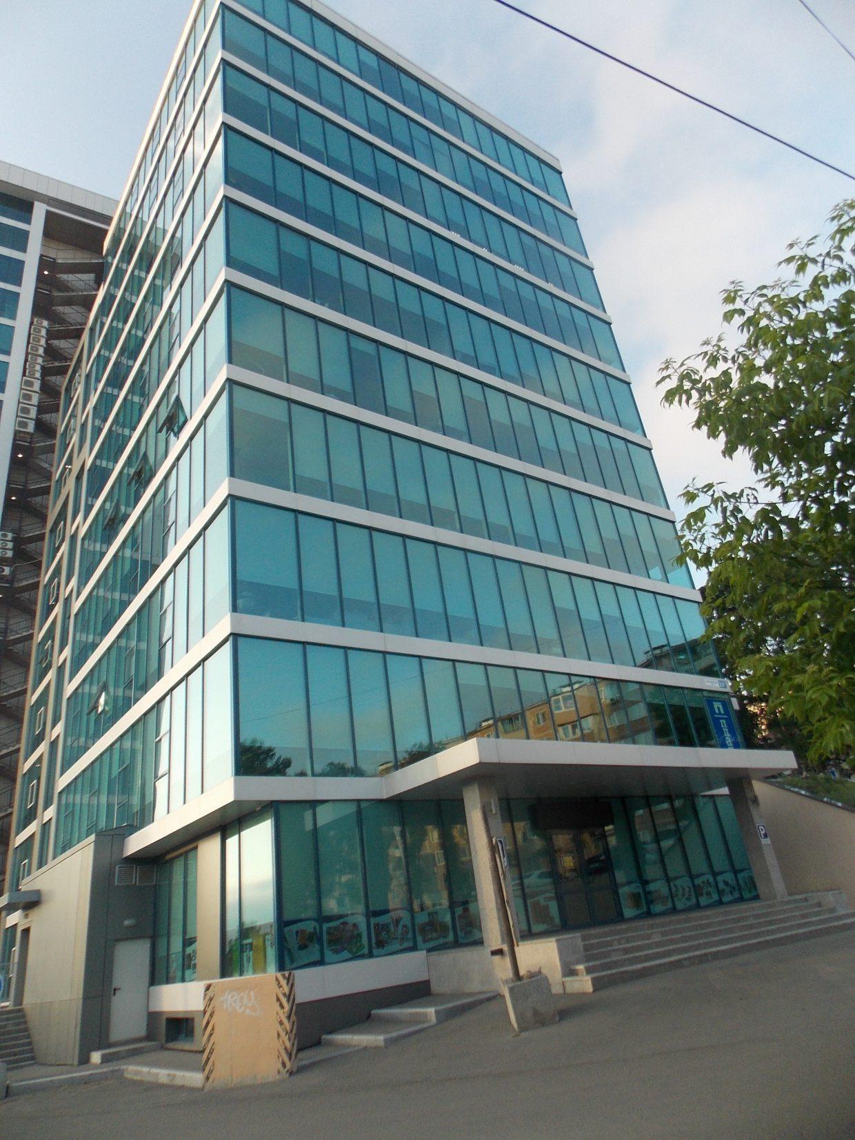 Административно-гостиничный комплекс расположен по адресу ул. Енисейская,7 в г. Владивостоке