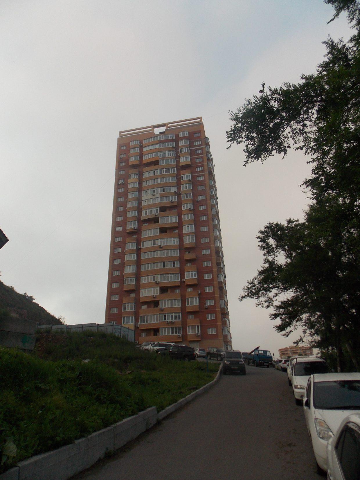 Многоэтажный жилой дом со встроенными помещениями в районе пр-та Острякова, 6 в г. Владивостоке